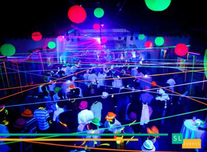 location-soirée-pack-fluo-uv-lumière-noire-rouge-a-levre-bracelet-décoration-costumes-projecteurs-canon
